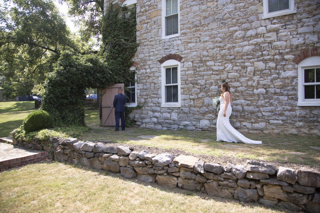 Wedding couple at Historic Jordan Springs