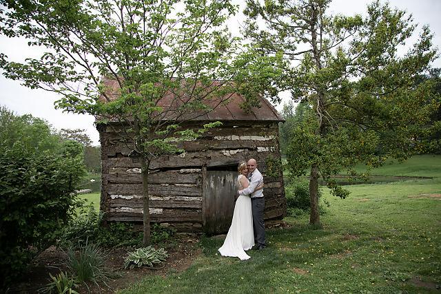 couples wedding photos at sylvanside farm